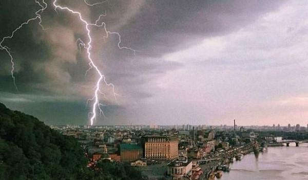 Киев накануне оказался во власти мощного ливня с грозой и градом