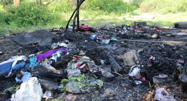 «Били доской от забора, и сожгли»: В Киеве произошло жесткое нападение на ромов