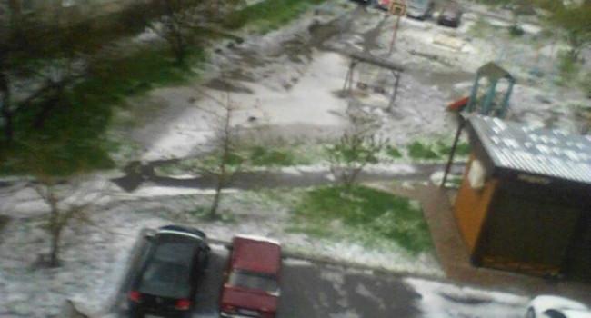 Семь областей Украины засыпало градом и залило мощными ливнями: теперь будем без ягод и фруктов