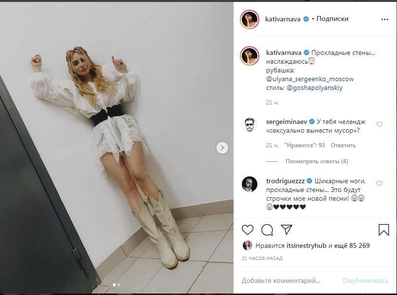 «Ну, как можно быть до такой степени классной»: Екатерина Варнава похвасталась стройными ногами в коротком платье