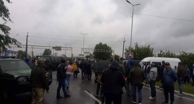 В Чопе перевозчики заблокировали пункт пропуска на границе с Венгрией: что произошло?