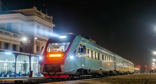 Будут даже дополнительные поезда: «Укрзализныця» возобновила пассажирское сообщение