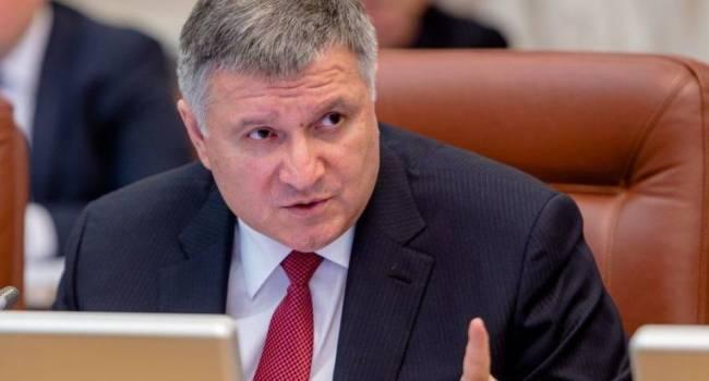 Ветеран АТО: Зе-команда устраивает цирк с отставкой Авакова. О каких 150 подписях идет речь, когда у Зеленского есть свои 250 штыков?