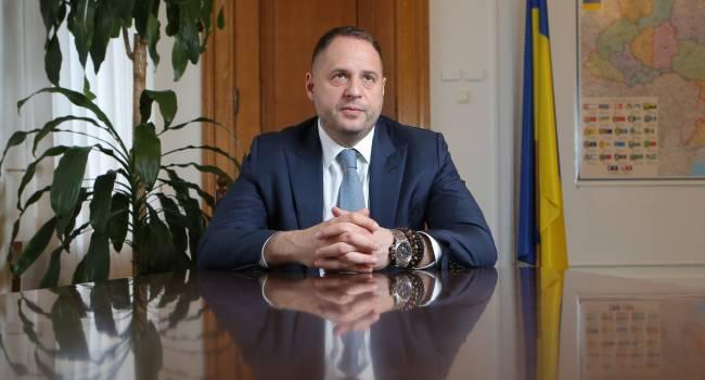 Политолог: на Западе разводят руками, может ли президентский канцелярист от имени Украины решать, как быть с Донбассом?