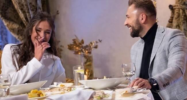 «А кольцо просто носишь? Как награду за победу?» Победительница шоу «Холостяк-10» заинтриговала сеть новым фото