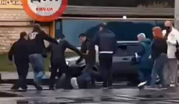 Пассажиры трамвая в Киеве жестко избили водителя, призвавшего их одеть маски