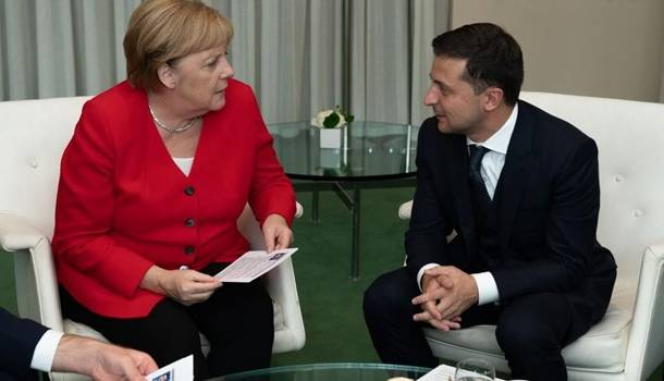 Зеленский и Меркель по телефону обсудили ситуацию на Донбассе