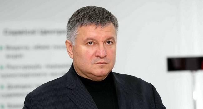 Небоженко: Аваков будет оставаться главой МВД, пока жив Берлускони, а потом он спокойно уедет в Италию