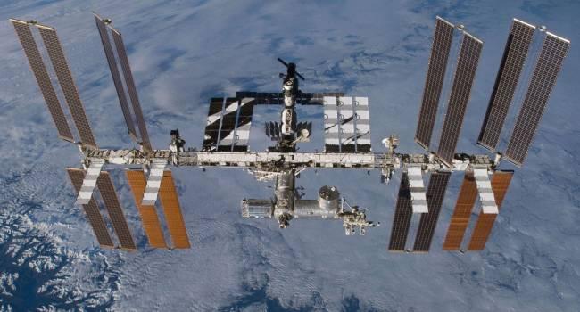 «Ознакомились с системами связи»: стало известно, как экипаж Crew Dragon проводит время на МКС