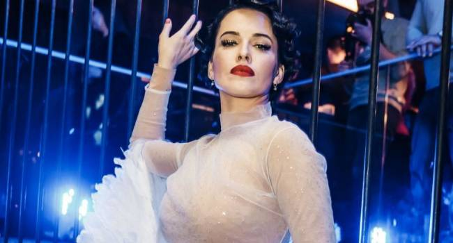 «Там с*сок видно»: Даша Астафьева абсолютно голая позировала для фотографа, полностью засветив интимные части тела