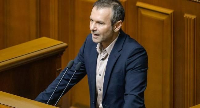 Аналитик: Вакарчук должен объявить о самороспуске «Голоса» с автоматическим слиянием во фракцию «ЕС»