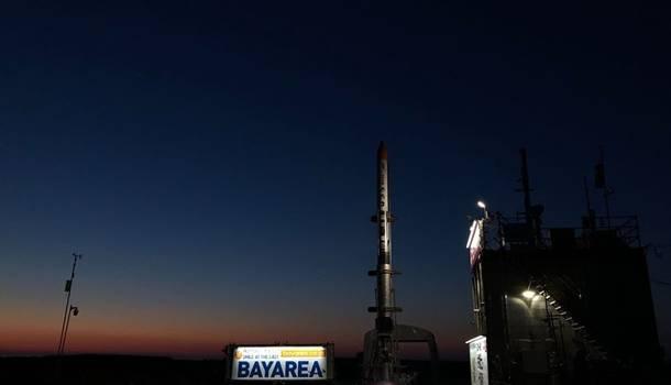 Япония запустила ракету МОМО: Удачно стартовала, но тут же развалилась в воздухе