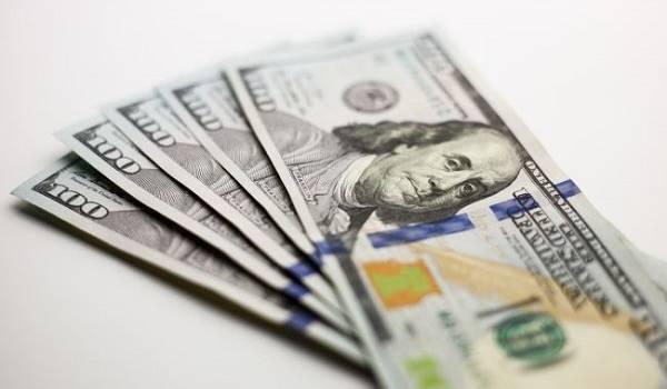 Торги на межбанке стартовали с роста курса доллара