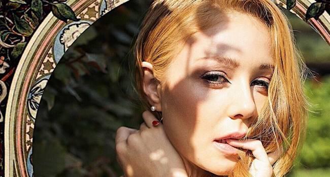 «Манишь»: Тина Кароль покорила сеть фотосессией с пионами