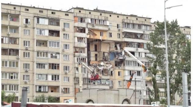 Взрыв в жилом доме в Киеве: спасатели устанавливаются распорки по всему зданию для того, чтобы стабилизировать конструкции