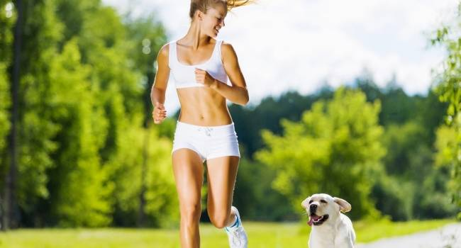 Эксперты рассказали, каких правил нужно придерживаться во время пробежек в жару