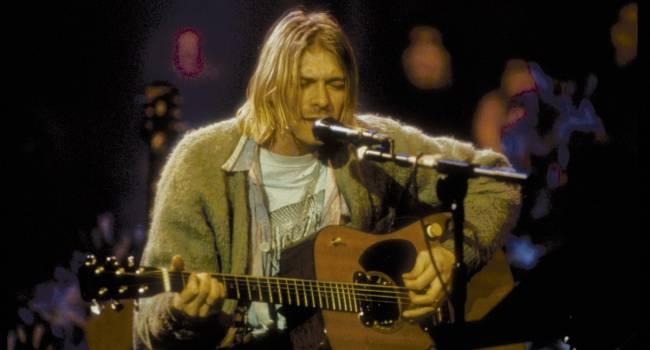 Неизвестный покупатель приобрел гитару легендарного Курта Кобейна за рекордную сумму