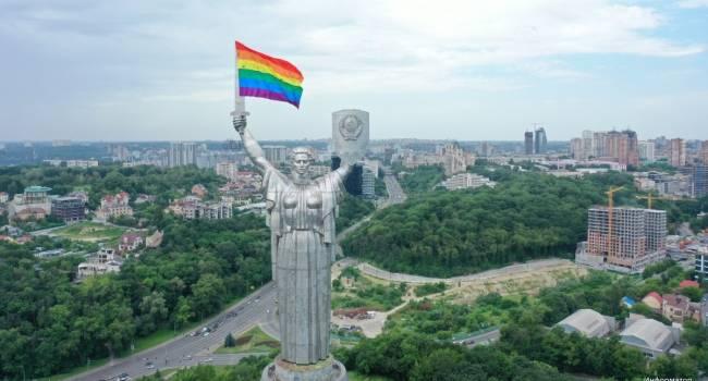 «Мне противна моя страна»: общественник прокомментировал флаг ЛГБТ на монументе Родина-мать