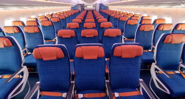 Бортпроводник назвал самые спокойные места в самолете для нервных пассажиров