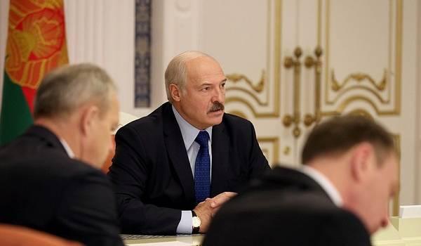 «Я подрезал крылья ворюгам, а страна не оказалась на коленях перед олигархами»: Лукашенко отличился странным заявлением