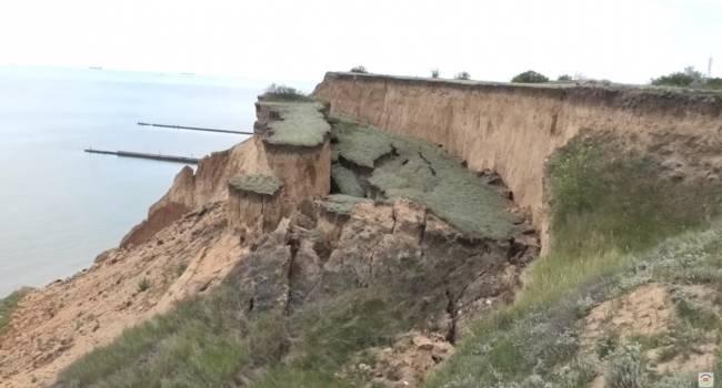 «Полтора километра земли»: в курортном Коблево произошел масштабный сдвиг скалы