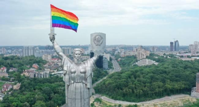 «Ср*ть другим в душу»: политолог резко отреагировал на флаг ЛГБТ на монументе Родина-мать