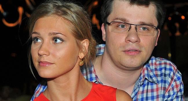 «Собирается поехать со своим новым парнем в Гагры»: Харламов в пух и прах разнес заявление известного политолога о его разводе с Асмус