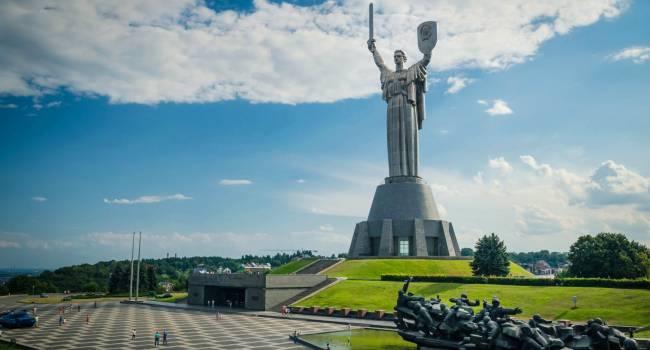 «Тв*ри, отъе*итесь от памятника!»: блогер прокомментировал еще одну акцию на монументе Родина-мать