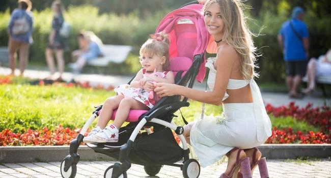 «Казалось бы - милое семейное фото»: звезда сериала «Универ» пожаловалась на прогулку с детьми и мужем