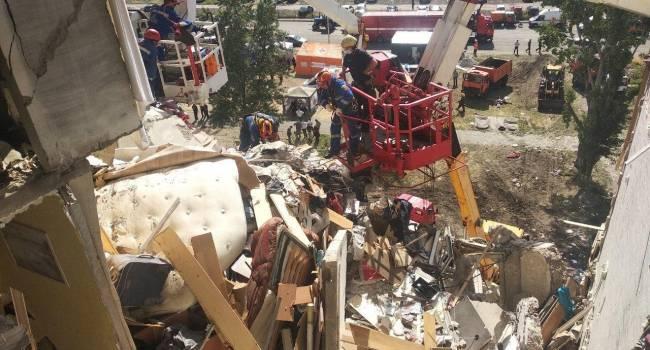 Взрыв в доме на Позняках: Зеленский передал ключи от квартир пострадавшим семьям