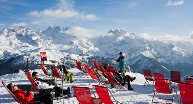 «Переболеют почти все»: на известном австрийском курорте коронавирус выявили у половины жителей