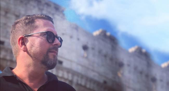 «Если не Аваков, то кто?»: Журналист рассказал об избитом представителе партии Шария и о том, как Анатолий из Нидерландов наблюдает за уличными акциями