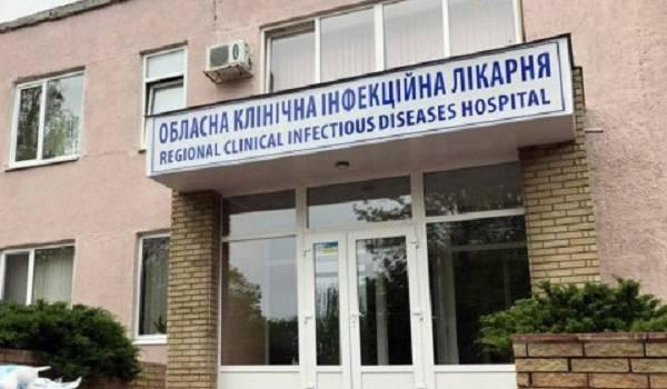 Не хватает ни врачей, ни коек: стало известно о коллапсе в инфекционной больнице Харькова