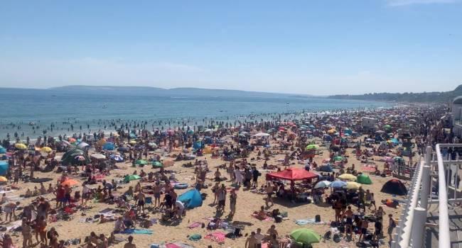 «Совсем сошли с ума»: сотни тысяч британцев пришли на пляжи в эпидемию коронавируса