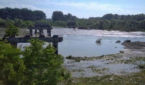 Из-за наводнения в Черновцах полностью разрушен аварийный мост