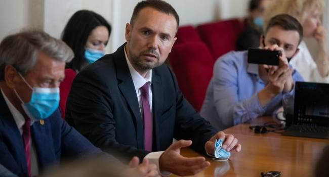 Премьер рассказал, почему Кабмин без согласия парламента назначил экс-регионала и.о. министра образования
