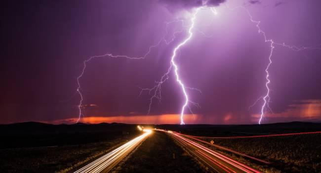 Вспышка произошла в Бразилии: метеорологи зафиксировали самую длинную молнию в мире