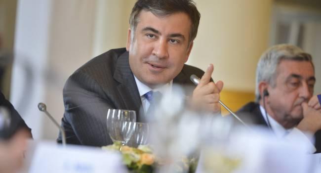 «А на кокаин вместо мороженого хватает?»: политолог отреагировал на заявление Саакашвили о маленькой зарплате