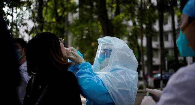 «Пандемия только начинается»: специалисты ВОЗ срочно выезжают в Китай