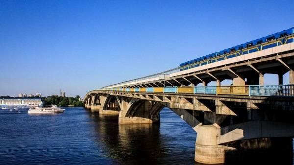 Столичный мост Метро предложили переименовать в честь Авакова