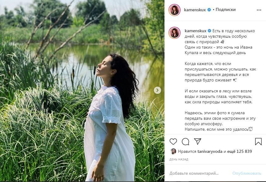«Очень загадочные снимки получились»: Настя Каменских в белом платье-рубашке на голое тело рассказала о таинственной ночи
