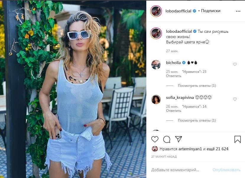 «Вы каждый раз с ума сводите»: Светлана Лобода в коротких шортах и мокрой майке показала новые фото с отдыха