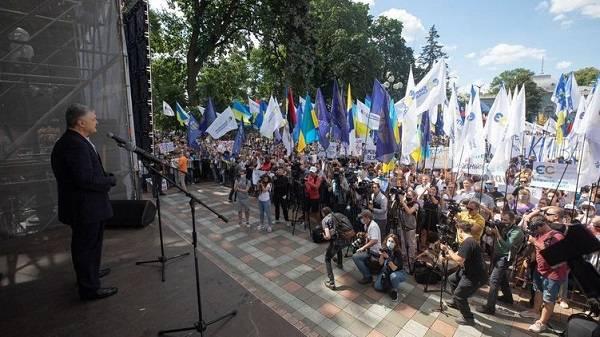 «Прошу вас, не вспоминайте это ничтожество»: Порошенко на митинге резко высказался о Бужанском