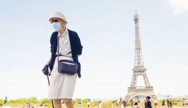 Власти Франции ввели обязательный масочный режим в помещениях