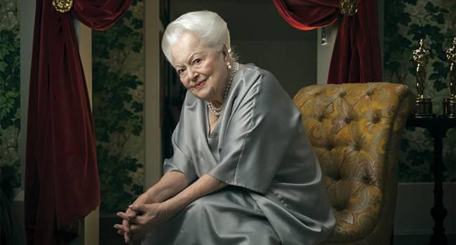 «Та самая Мелани»: свой 104-й день рождения отмечает последняя актриса Золотого Голливуда Оливия де Хэвилленд