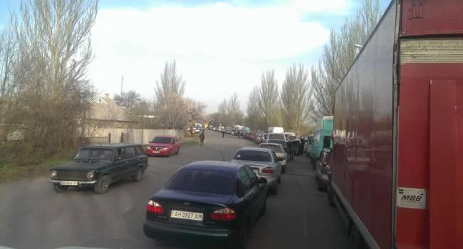 «Очередь минимум на 10 часов»: После открытия пунктов с РФ люди начали массово выезжать из «ДНР»