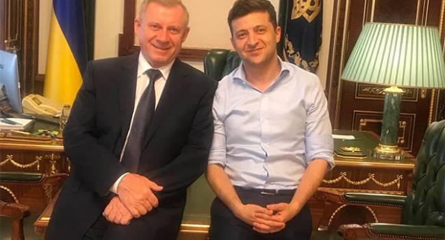 Блогер: нет никакого сомнения, что Зеленского с Коломойским банально загоняют под шконку, чтобы знали свое место