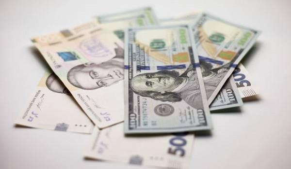 Всему виной отставка Смолия? Впервые с апреля курс доллара подскочил выше 27 гривен