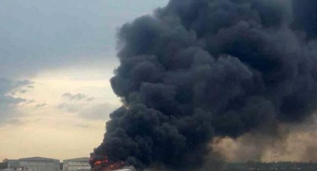 В столице Украины у аэропорта «Киев» возник сильный пожар