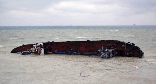 «Срок до 20 июля»: Затонувший у Одессы танкер нужно срочно убрать, иначе... – Зеленский